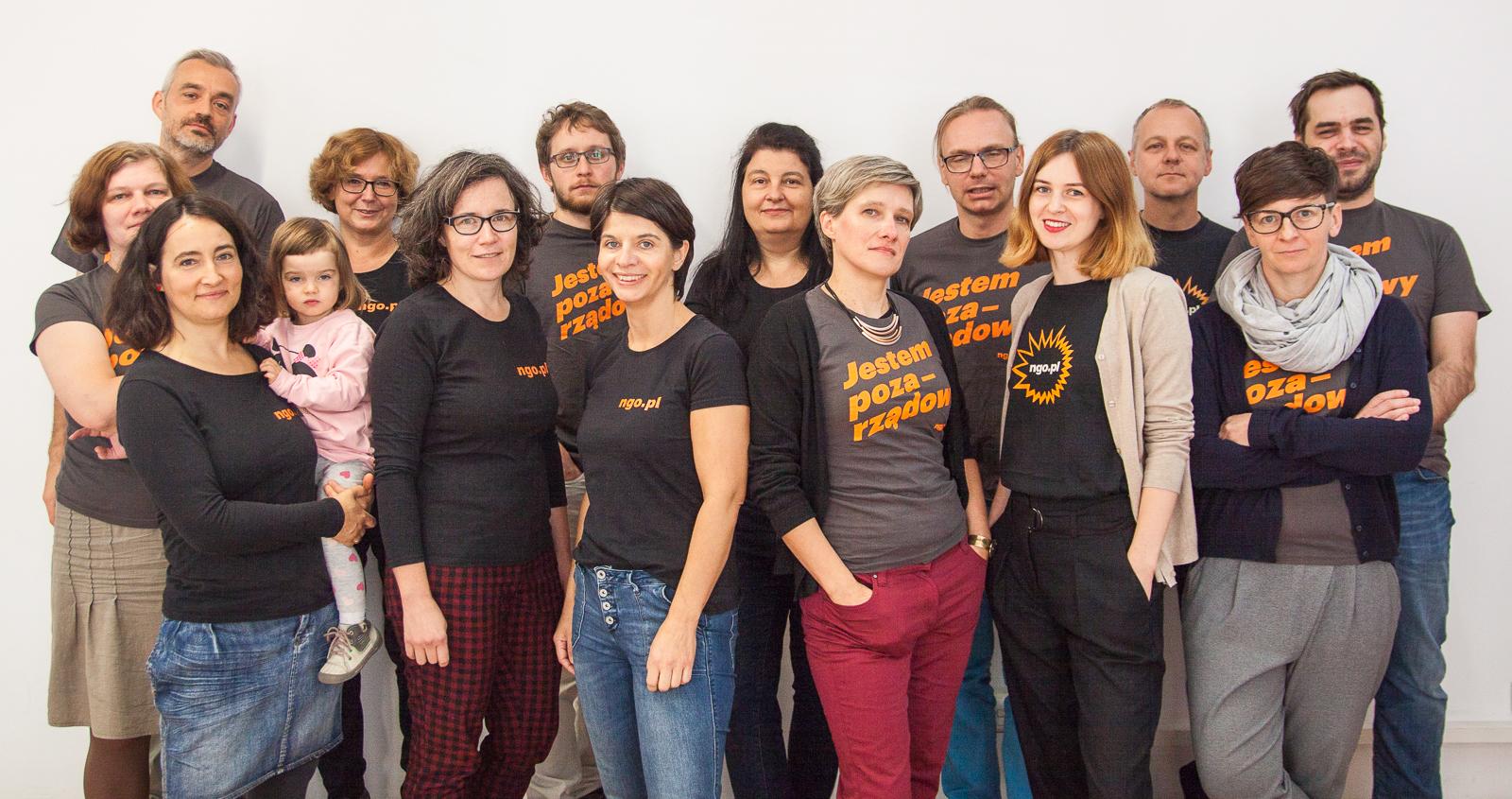 Pracownicy i pracowniczki portalu ngo.pl w (prawie) pełnym składzie