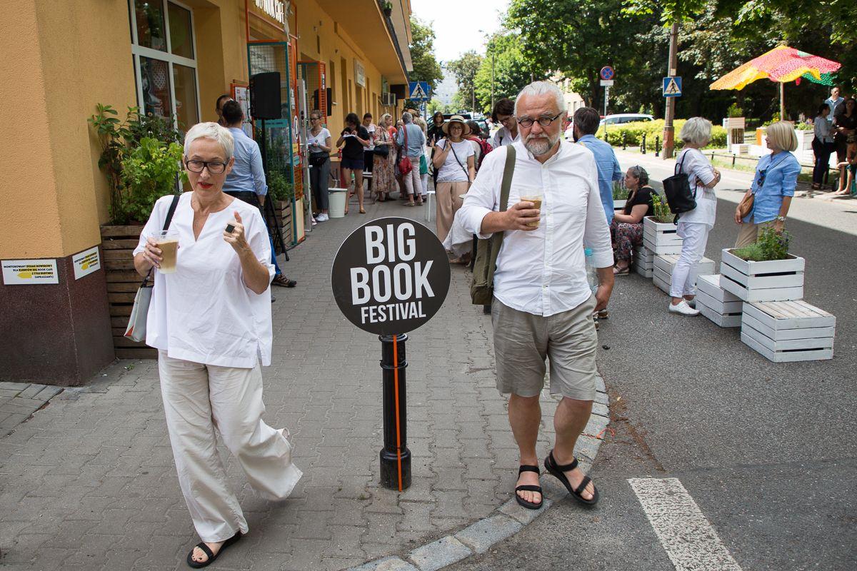 Ulica Dąbrowskiego na warszawskim Mokotowie. Big Book Festival 2019
