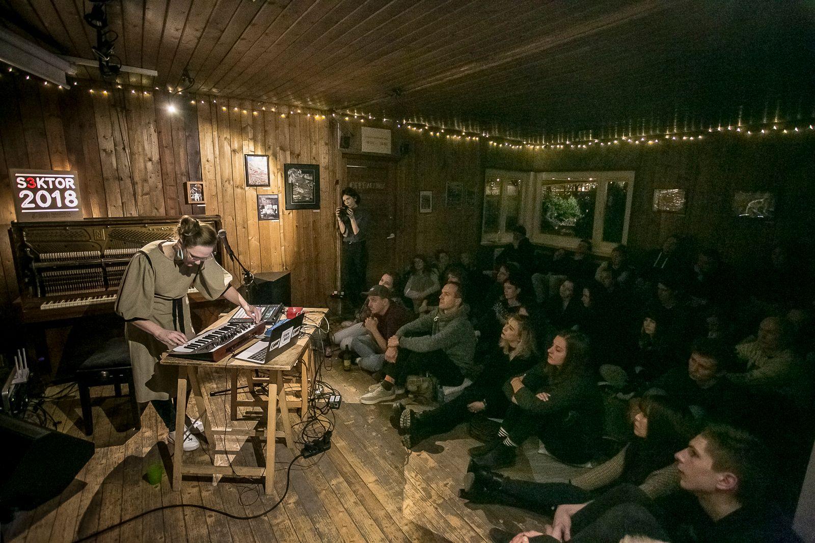 """Koncert z cyklu """"Muzyka w Pracowni"""" – występuje islandzka artystka rauður"""