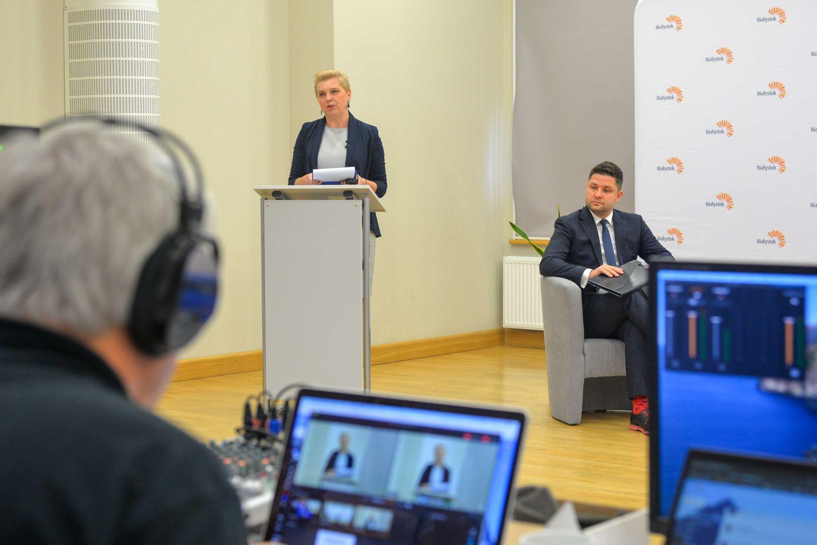 Forum Inicjatyw Społecznych Miasta Białystok, na mównicy Agnieszka Otapowicz z Federacji Białystok