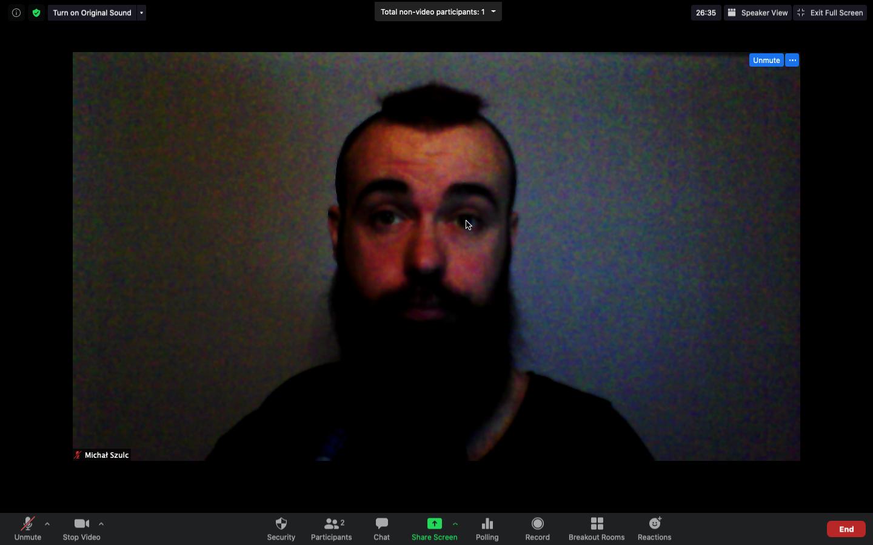 Dla przykładu, tak wygląda nagranie przeprowadzone w ciemnym pomieszczeniu (kamera Creative Live! Cam Sync 720p)