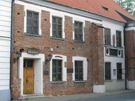 Miniatura Główna siedziba Towarzystwa Naukowego Płockiego przy pl. Narutowicza 8 w Płocku. Budynek z XV wieku znajdujący się na szlaku gotyku ceglanego