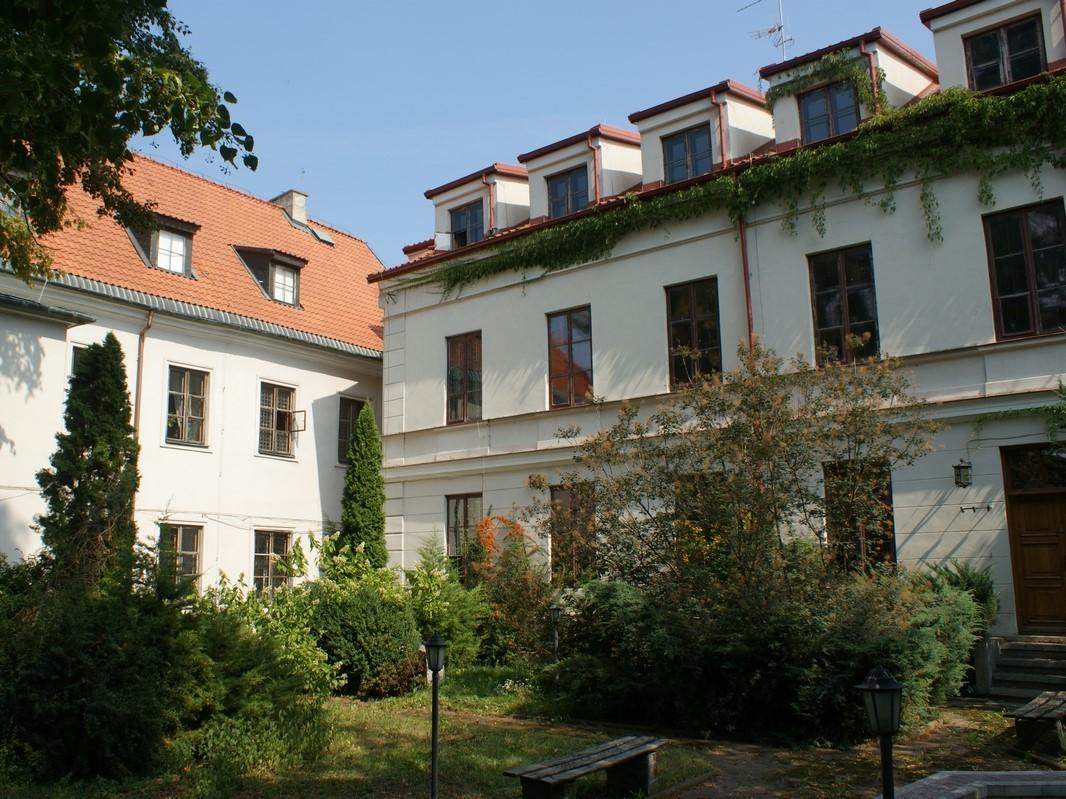 Główna siedziba TNP przy pl. Narutowicza 8 w Płocku. Widok od strony ogrodu