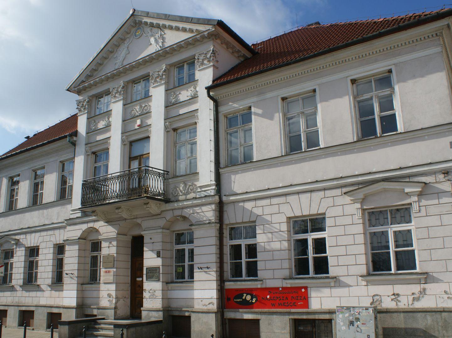 Siedziba Biblioteki im. Zielińskich Towarzystwa Naukowego Płockiego - Dom pod Opatrznością przy pl. Narutowicza 2 w Płocku