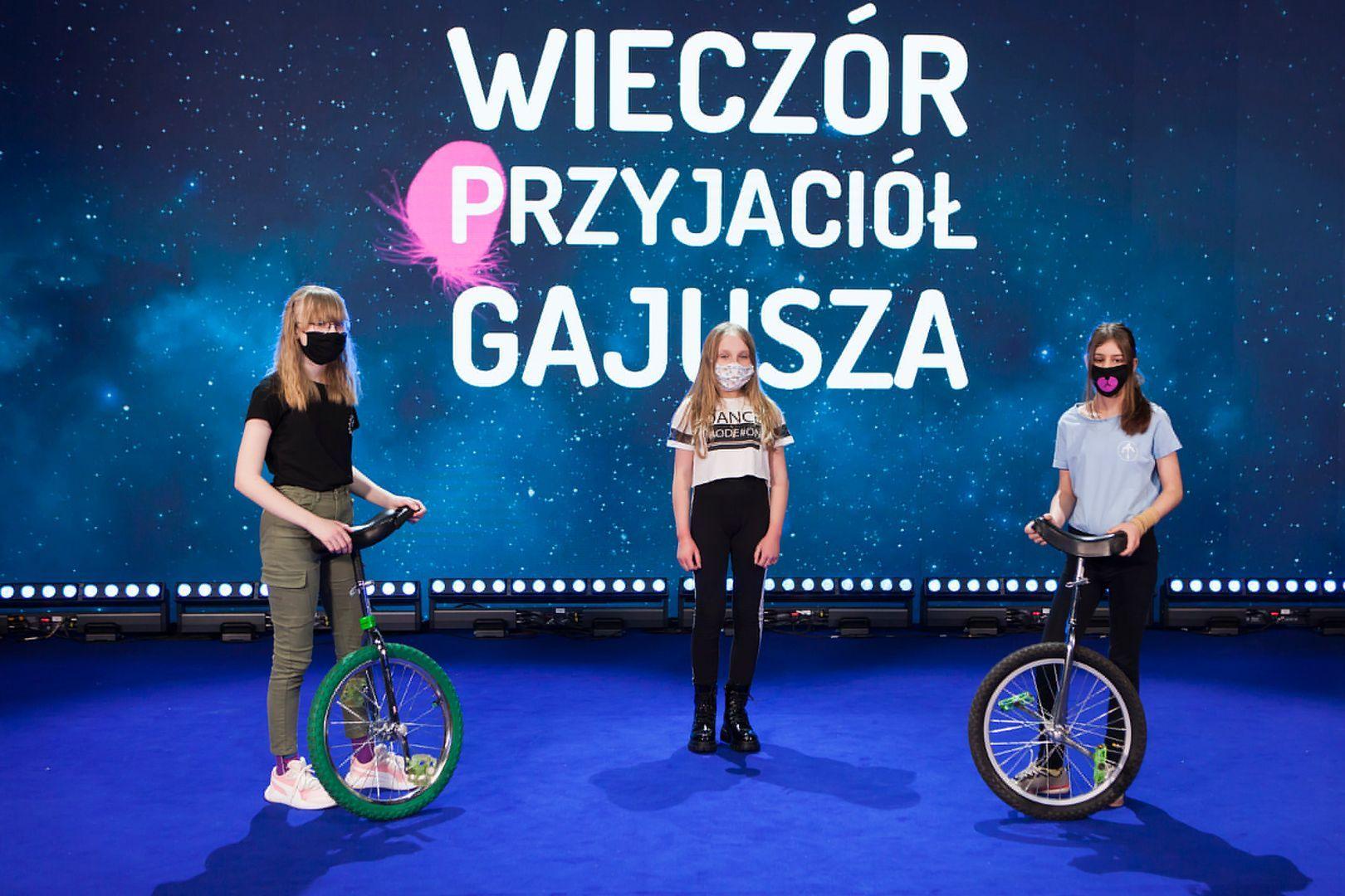 Monocyklistki z programu OKNO