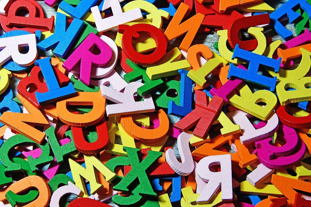 Kolorowe czcionki liter